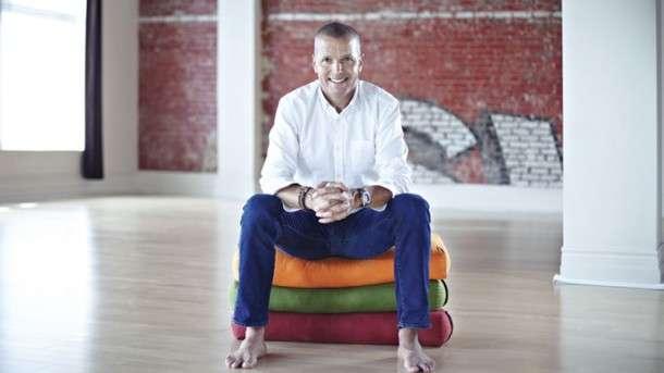 Érik, de millionnaire sur Wall Street à prof de yoga